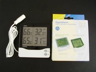 E38 - HYGROMETER INDOOR AND OUTDOOR 4 READINGS
